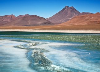 Die Diamanten Lagune in der Atacama Salzwüste, Chile - © Nataliya Hora / Fotolia