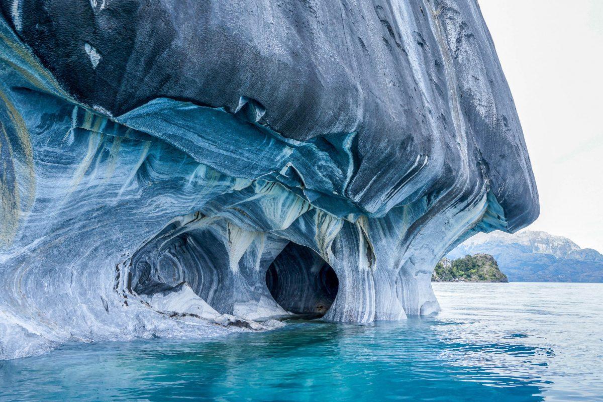 Die faszinierenden Marmorhöhlen bilden das Highlight des Gletschersees General Carrera im Süden von Chile - © Wata51 / Shutterstock