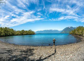 Die Idylle des Lago Todos Los Santos im Seendistrikt von Chile liegt vor allem am Fehlen der Städte - © Mario Gyss / Shutterstock