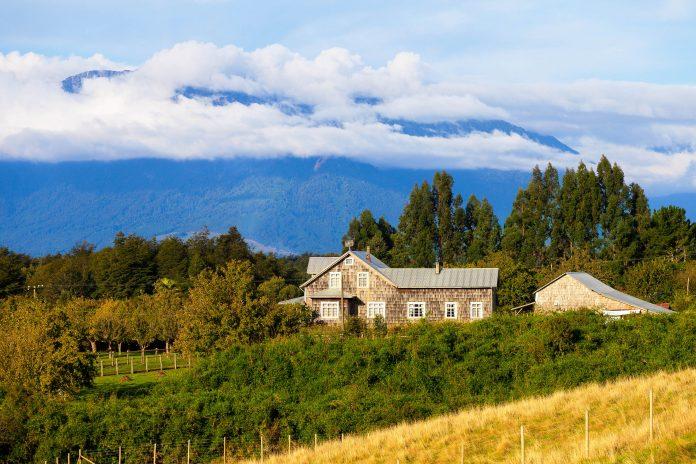 Landschaft auf der Insel Chiloe, Chile  - © Dmitry Saparov / Shutterstock