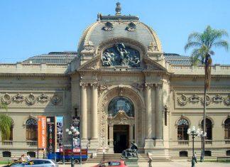 Im imposanten Museo Nacional de Bellas Artes erlebt der Besucher einen interessanten Streifzug durch die Geschichte der Malerei in Chile - © Carlos yo CC BY-SA3.0/Wiki