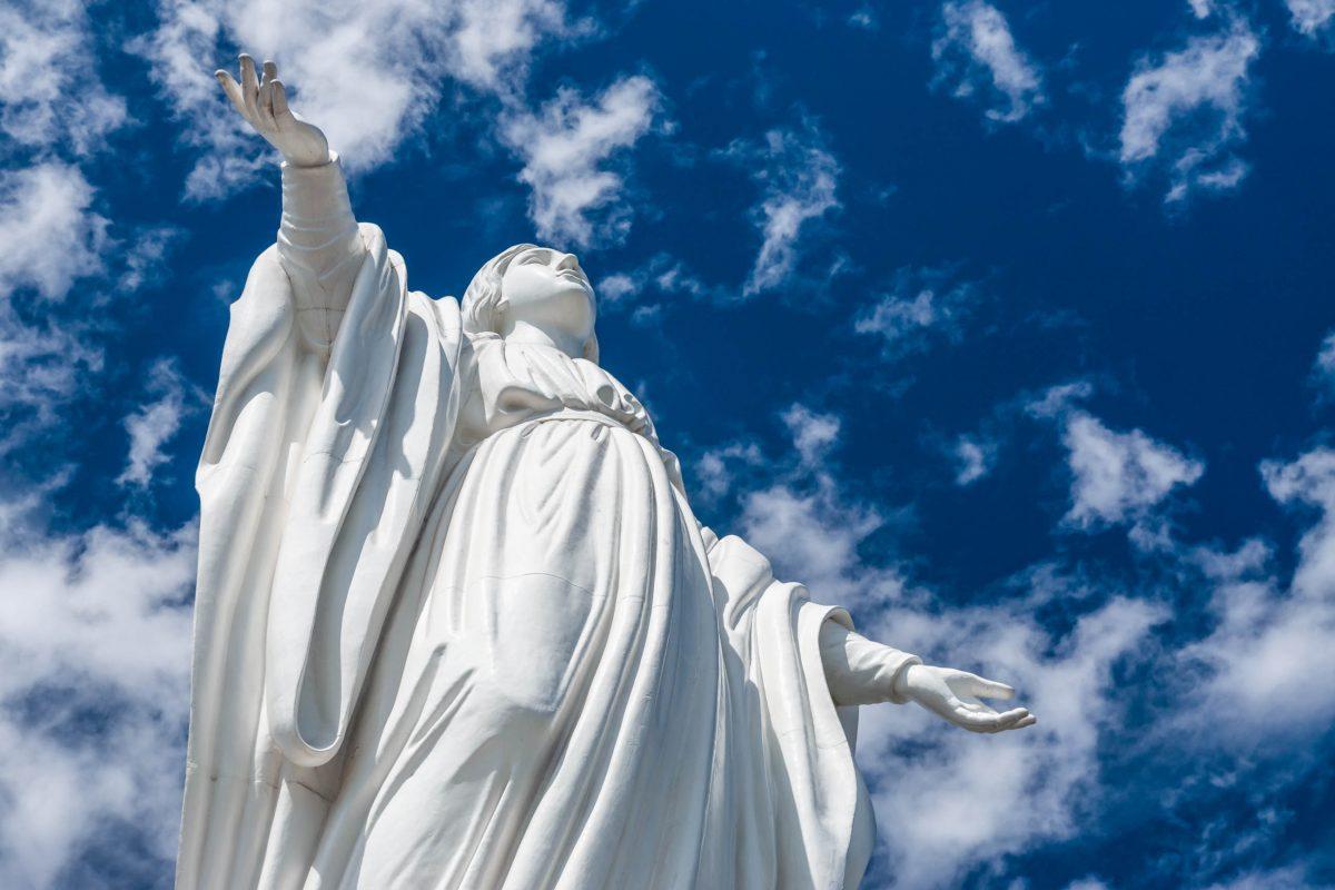 Die Einweihung von Kapelle und Statue auf dem Cerro San Cristóbal in Santiago de Chile erfolgte am 26. April 1908 - © byvalet / Shutterstock