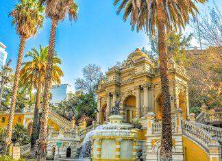 Einst Wachturm und Befestigungsanlage der jungen Hauptstadt ist der Cerro Santa Lucia heute eine der schönsten Parkanlagen von Santiago de Chile - © HugoBrizard-YouGoPhoto/Shutterstock