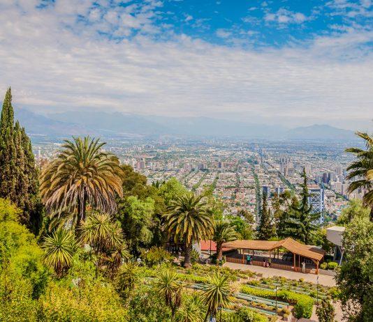 Mit zahlreichen Attraktionen bietet der riesige Parque Metropolitano in Santiago de Chile sowohl Erholung und Entspannung, als auch Kultur und Unterhaltung - © byvalet / Shutterstock