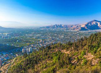 Nahezu ein ganzer Tag kann im Labyrinth der Pfade auf dem Cerro Santa Lucia in Santiago de Chile verbracht werden - © Filipe Frazao / Shutterstock