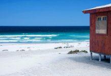 Weißer Sandstrand an der Pazifikküste bei La Serena, Chile - © urosr / Shutterstock