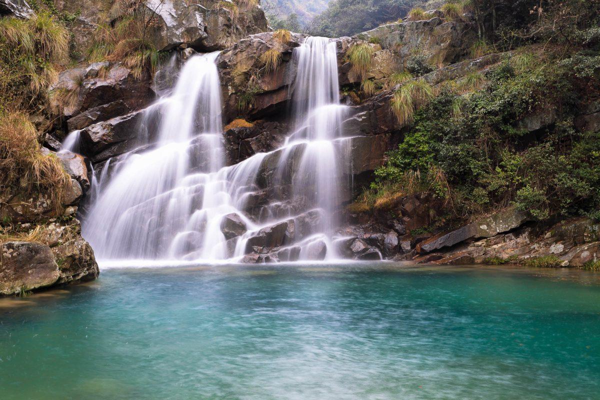 Der wunderschöne Sandiequan-Wasserfall im Lu Shan Nationalpark in China - © chungking / Shutterstock
