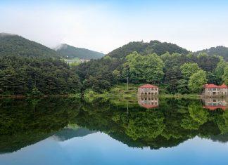 Im Lu Shan-Gebirge hatten früher viele Religionsgemeinschaften ihren Sitz, wovon noch heute historische Bauten und Inschriften zeugen, China - © chungking / Shutterstock