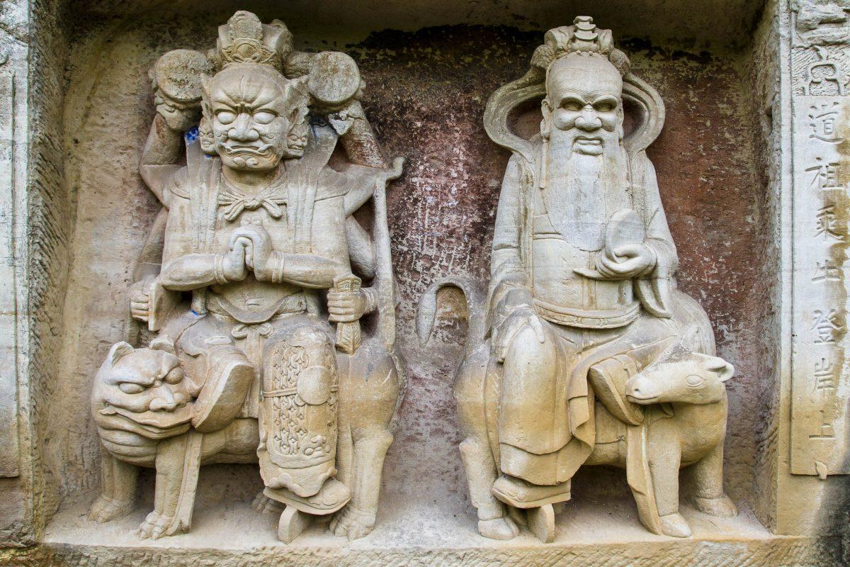 Neben der Meisterhaftigkeit der Darstellungen im Berg sind die Steinfiguren von Dazu auch archäologisch wertvoll, da sie Einblicke in das frühere Alltagsleben gewähren, China - © surachai / Fotolia