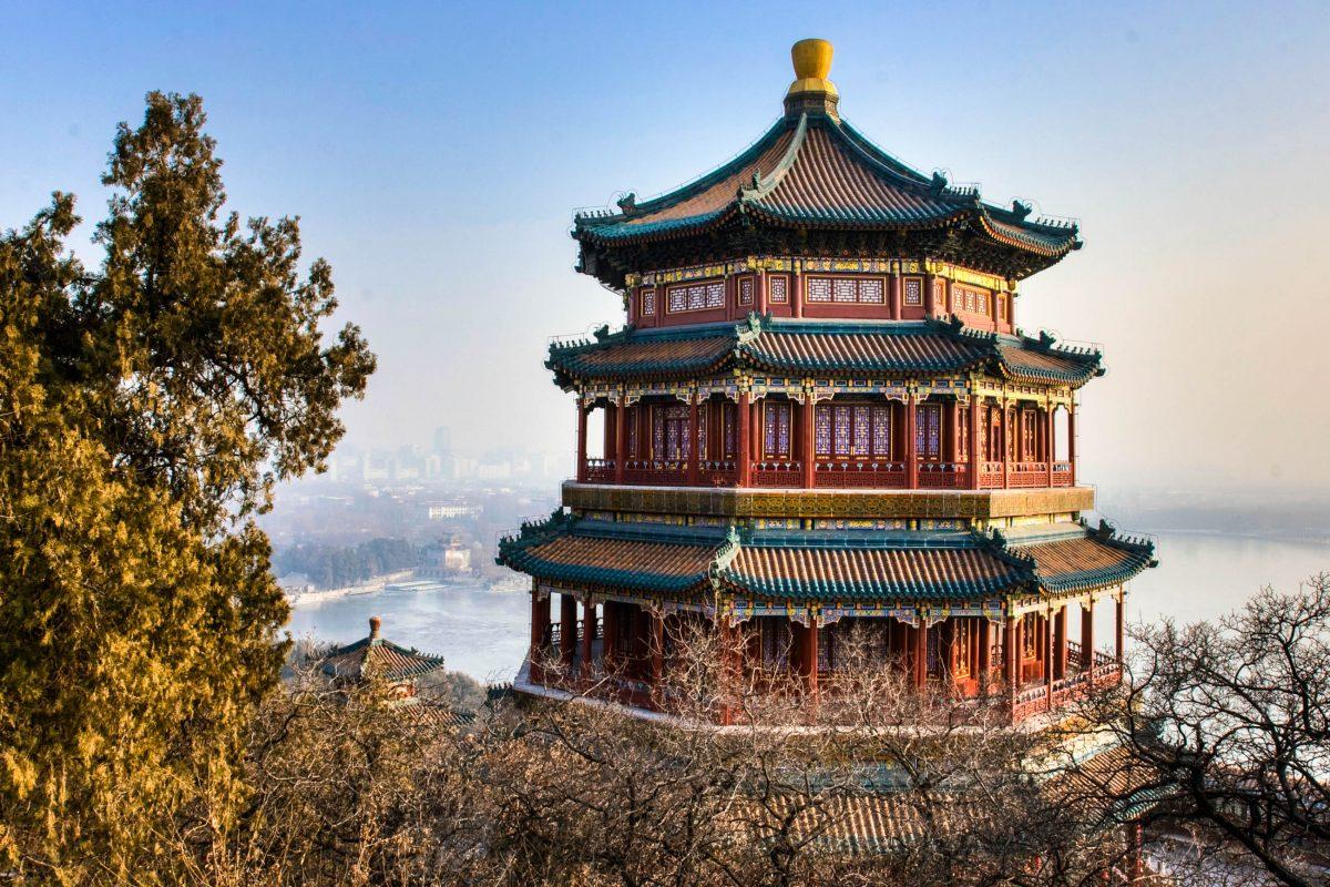 Der kaiserliche Sommerpalast in Peking gilt als Höhepunkt der chinesischen Architektur und Landschaftsgestaltung. Er steht für Erholung, Harmonie und Schönheit, China  - © Doug Stacey / Shutterstock
