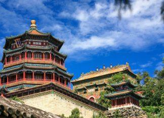 Ende des 19. Jahrhunderts war der kaiserliche Sommerpalast in Peking in der heißen Jahreszeit der bevorzugte Aufenthaltsort der Kaiserfamilie von China - © aiaikawa / Shutterstock