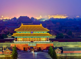 Fantastische Abendansicht der Verbotenen Stadt in Peking, China - © Xiaojiao Wang / Shutterstock