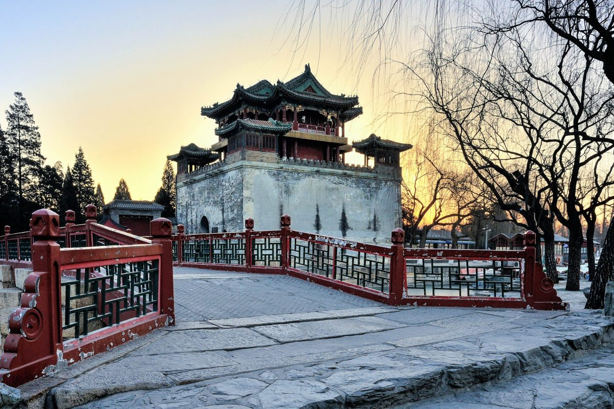 Für die Öffentlichkeit zugänglich wurden die Gärten des kaiserlichen Sommerpalastes erst 1924, nachdem der letzte Kaiser von China vertrieben worden war, Peking, China - © LU JINRONG / Shutterstock