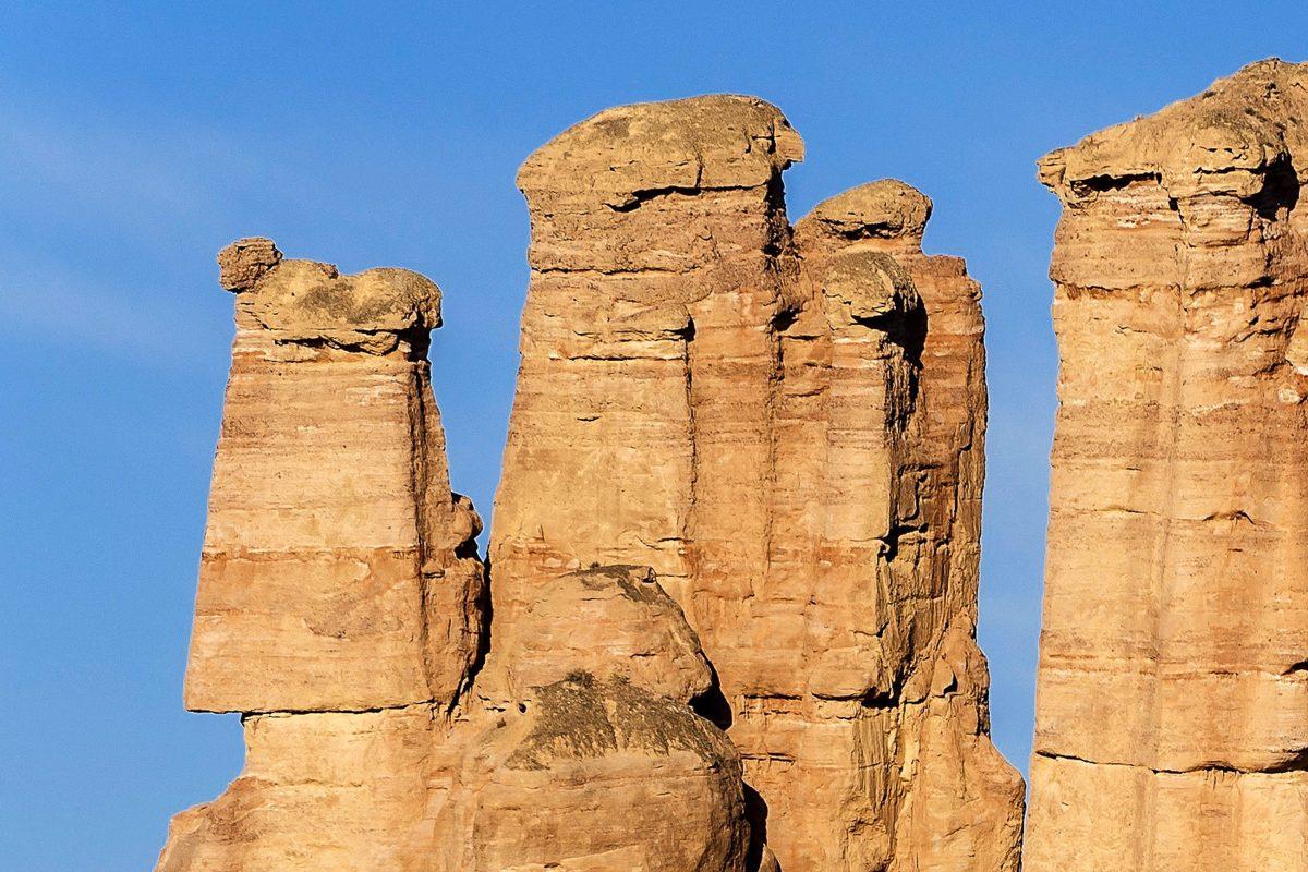 Seit 2010 zählt die Danxia-Gebirgslandschaft in China zu den UNESCO Weltnaturerbestätten - © axz700 / Shutterstock