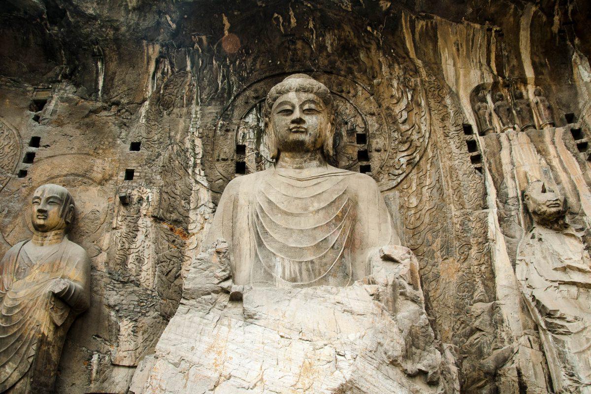 Zum Schutz der steinernen Meisterwerke wurden die Longmen Grotten 1961 auf die Liste der Denkmäler der Volksrepublik China gesetzt - © Jacek Kaczka/Fotolia