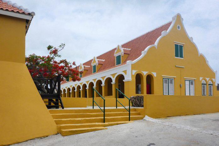 1925 wurde das Landhaus Brievengat vom Shell-Konzern erworben, der es 1954 einer Privatstiftung zur Erhaltung historische Denkmäler überließ, Curaçao - © Lila Pharao / franks-travelbox