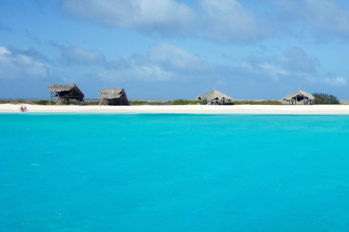 Anfahrt auf Klein-Curaçao, eine traumhafte Insel mit weißen Sandstränden - © Lila Pharao / franks-travelbox