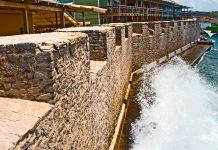 Das Fort Amsterdam bewacht die Hafeneinfahrt zu Curacaos Haupstadt Willemstad - © AdStock RF / Shutterstock