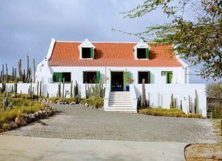 Das schneeweiße Landhaus Jan Kok auf Curaçao diente nicht der Viehzucht, sondern der Salzgewinnung - © James Camel / franks-travelbox