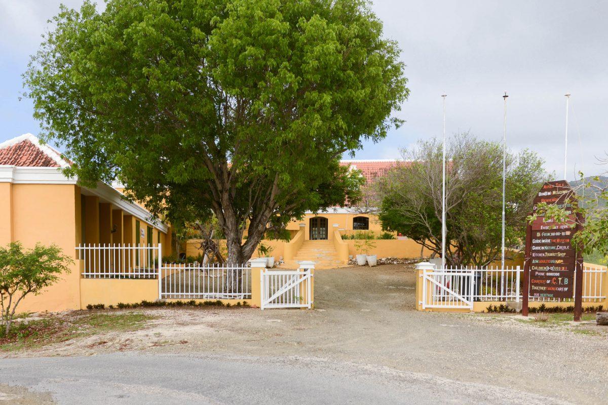 Das weitläufige Landhaus Knip im Norden von Curaçao stammt aus dem 17. Jahrhundert und gehörte bereits damals zu den eindrucksvollsten Landhäusern der Insel - © James Camel / franks-travelbox