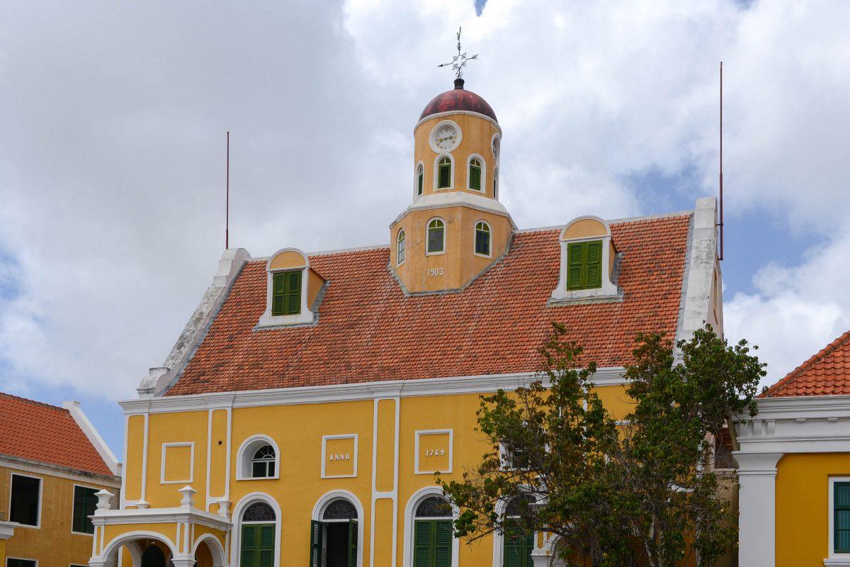 Die Fortkerk innerhalb der Mauern von Fort Amsterdam in Willemstad ist gleichzeitig mit der Festung das älteste Gebäude auf Curaçao - © James Camel / franks-travelbox
