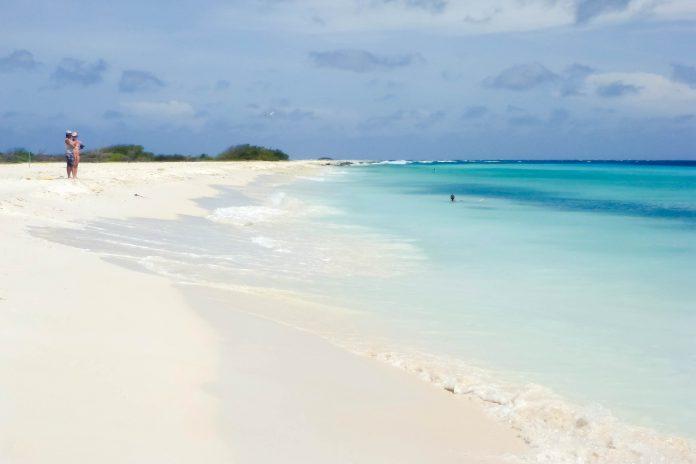 Klein-Curaçao ist mit weißen Stränden, türkisblauem Meer und einer fantastischen Unterwasserwelt der Inbegriff eines karibischen Paradieses - © Lila Pharao / franks-travelbox