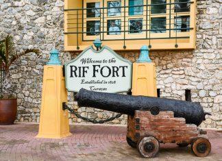 Gemeinsam mit dem Waterfort bewacht das Riffort die Einfahrt zur Sint Annabaai in Willemstad schon seit Jahrhunderten, Curaçao - © James Camel / franks-travelbox