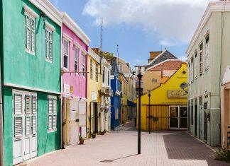 Im Gassengewirr von Otrabanda kann das Leben im 18. Jahrhundert in Willemstad, Curaçao, noch gut nachvollzogen werden - © James Camel / franks-travelbox
