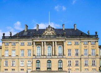 Das Königsschloss Amalienborg zählt zu den Höhepunkten des Rokoko und Barock in Dänemark und darf bei keiner Sightseeing-Tour durch Kopenhagen fehlen - © laguna35 / Fotolia
