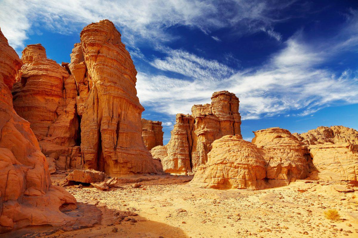Den widrigen Bedingungen in der Sahara trotzen nur wenige Menschen, hauptsächlich Araber, Mauren und Berber - © Pichugin Dmitry / Shutterstock