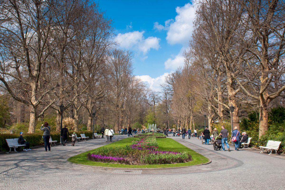 Der Berliner Zoo im Bezirk Mitte ist nicht nur dank seiner tierischen Bewohner, sondern auch gartenarchitektonisch ein Highlight, Deutschland - © lexan / Shutterstock