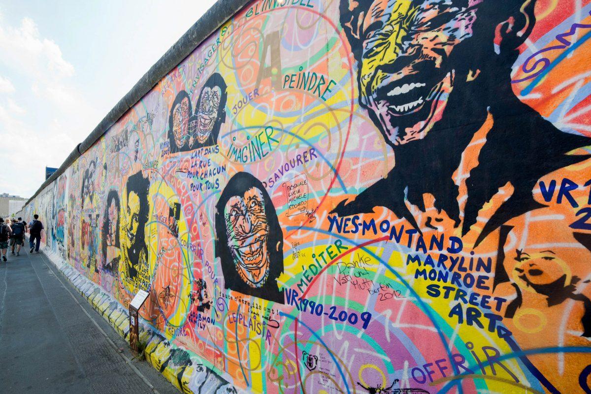 Der ursprüngliche Plan sah vor, dass die bemalten Mauerteile der East Side Gallery als Ausstellung um die Welt gehen und anschließend versteigert werden sollten, Deutschland - © PHOTOCREO Michal Bednarek / Shut