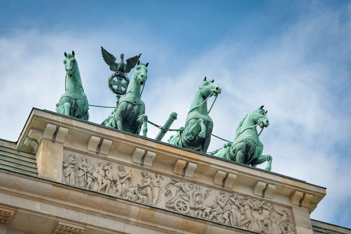 Die Quadriga auf dem Brandenburger Tor wurde einst von Napoleon entführt, 1814 jedoch wieder nach Berlin zurückgebracht, Deutschland - © pio3 / Shutterstock
