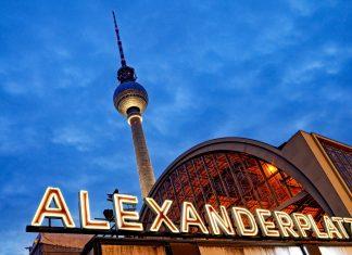 Nach der Wiedervereinigung von Deutschland wurde der Fernsehturm schnell zum Symbol für Gesamtberlin - © seewhatmitchsee / Shutterstock