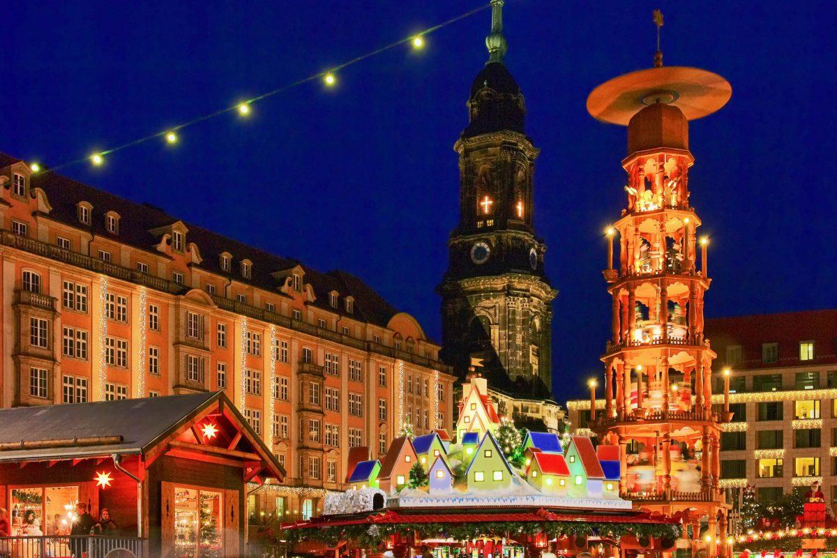 Benannt ist der Striezelmarkt nach dem Dresdner Stollen, der in den zahlreichen Verkaufsständen natürlich im Mittelpunkt steht, Deutschland - © LianeM / Shutterstock