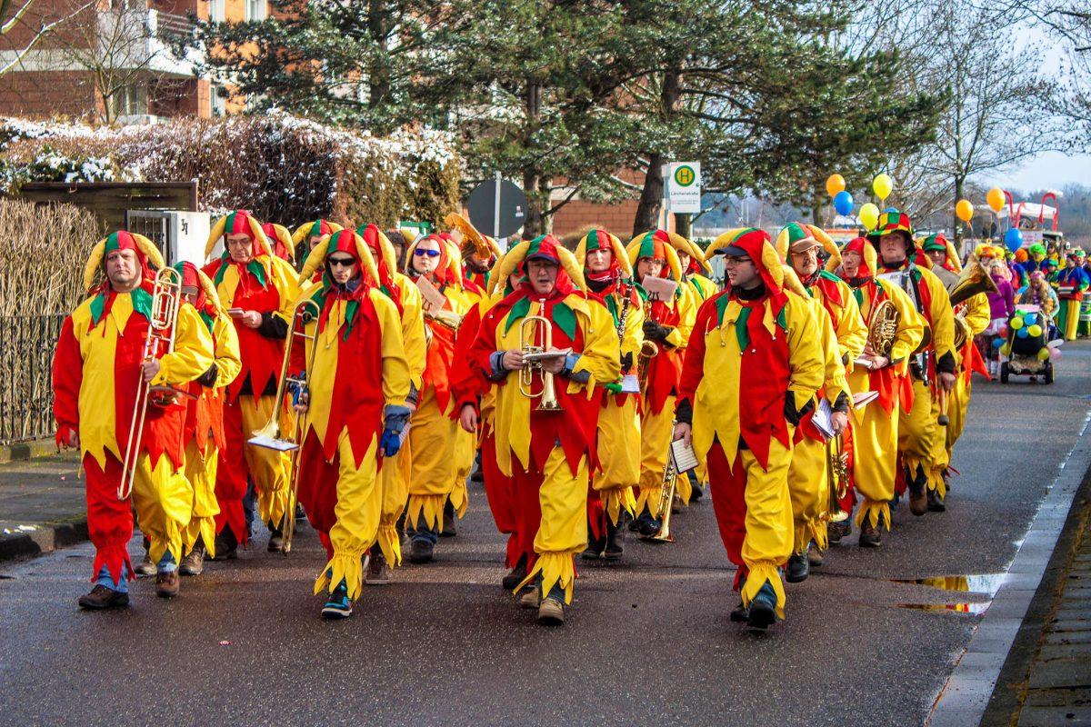 """Mit knapp 500 Karnevalsvereinen (""""Veedelsvereinen"""") gilt Köln weltweit wahrlich als Karnevals-Hochburg, Deutschland - © M R / Shutterstock"""