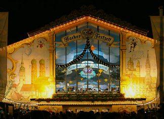 Mit knapp 10.000 Sitzplätzen ist das Hacker-Festzelt nicht nur eines der größten, sondern auch auch das am schönsten dekorierte Festzelt am Oktoberfest, Deutschland - © Softeis CC BY-SA3.0/W