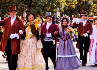 Seit 1950 wird der Trachtenumzug jährlich veranstaltet und ist mittlerweile einer der Höhepunkte des Oktoberfests - © Kochneva Tetyana/Shutterstock