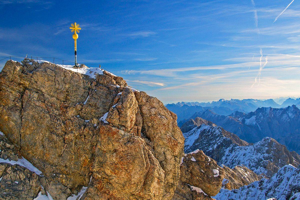 Panoramablick von der 2.962 Meter hohen Zugspitze in die Alpen, Deutschland - © Bergfee / Fotolia
