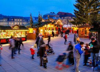 Seit 1780 verbreitete der Stuttgarter Weihnachtsmarkt jedes Jahr vorweihnachtliche Stimmung und seine erste urkundliche Erwähnung geht auf das Jahr 1692 zurück, Deutschland - © Phillip Grobler / Shutterstock