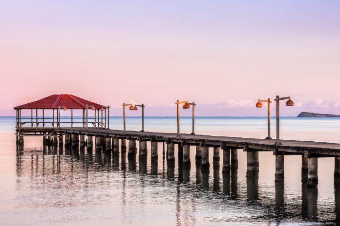 Monte Cristi in der Dominikanischen Republik ist aufgrund seiner wüstenartigen Umgebung noch ein angenehm ruhiger Ferienort - © Welvis Soto / Shutterstock