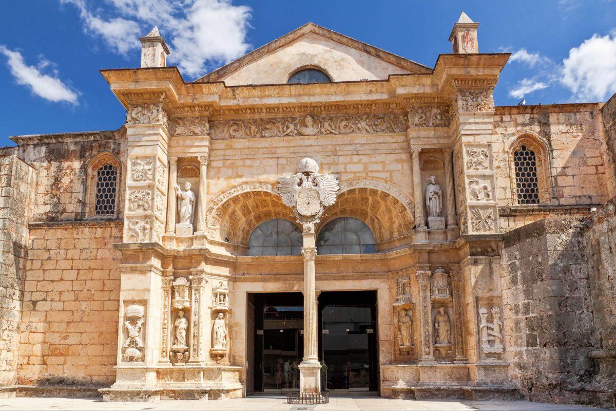 Als erstes Gotteshaus der westindischen Inseln hatte die Kathedrale von Santo Domingo in der Dominikanischen Republik lange eine Vormachtstellung inne - © fototehnik / Shutterstock