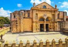 Die Kathedrale von Santo Domingo aus dem 16. Jahrhundert ist die älteste Kirche des amerikanischen Kontinents, Dominikanische Republik - © Cedric Weber / Shutterstock