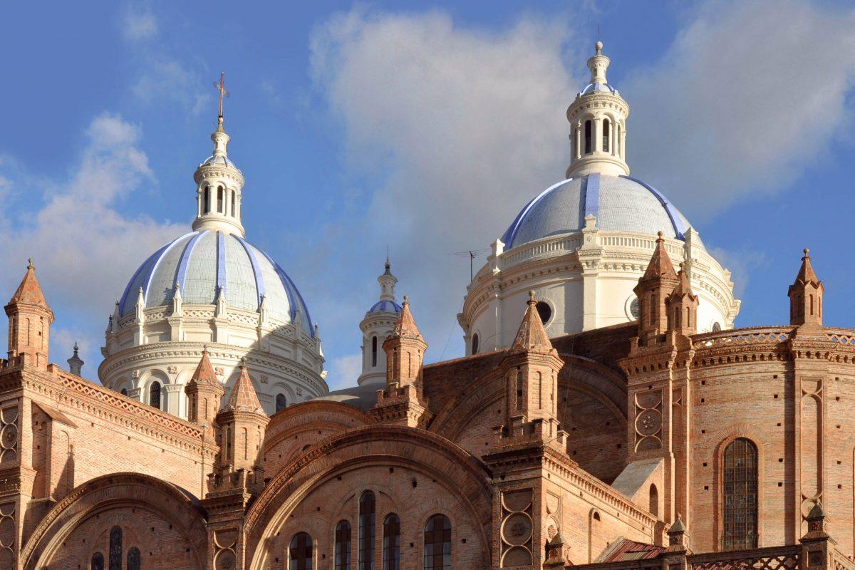 Die Catedral Metropolitana de la Inmaculada Concepción in Cuenca, Ecuador - © Ksenia Ragozina / Shutterstock