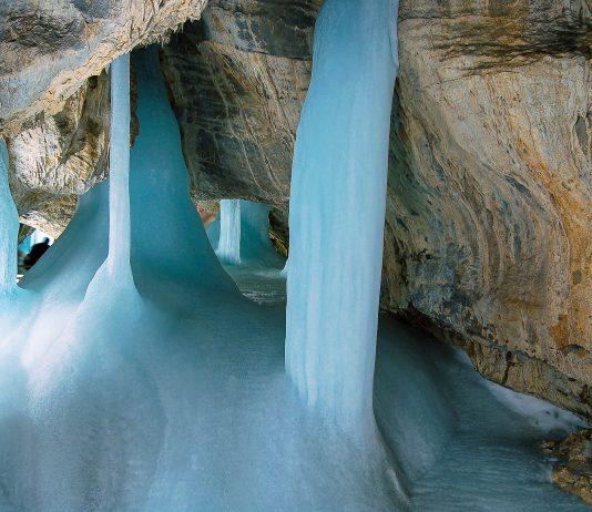Eine der Eishöhlen im Slowakischen Karst im Nationalpark Slovenský kras, dem größten Karstgebiet Mitteleuropas - © / Shutterstock