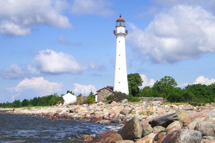 Leuchtturm auf der Insel Insel Kihnu, Estland - © Jaak Veskimäe / Fotolia