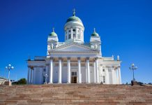 Der Dom von Helsinki ist die Kathedrale des lutherischen Bistums von Helsinki und thront prominent über der Stadt, Finnland - © chaoss / Fotolia