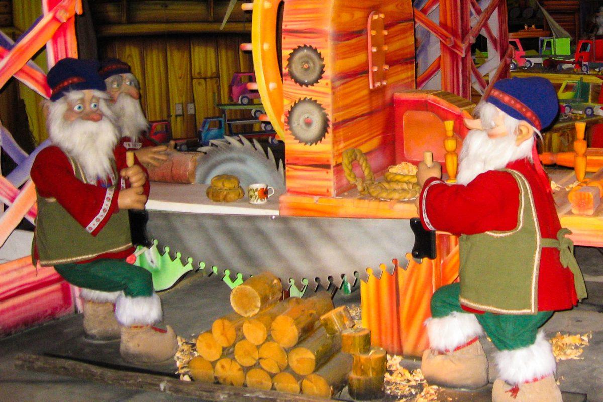 Im Weihnachtsmann-Dorf in Rovanimi im Norden Finnlands können nicht nur Kinder den Weihnachtswichteln bei der Arbeit zusehen - © FRASHO / franks-travelbox.com