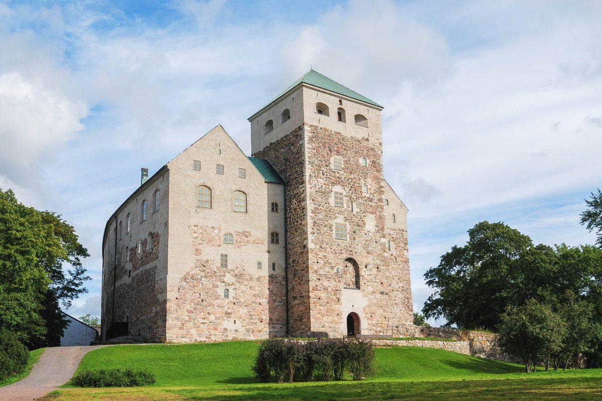 Das Schloss Turun ist das größte erhaltene Gebäude aus dem Mittelalter in ganz Finnland - © Mikhail Olykainen / Shutterstock