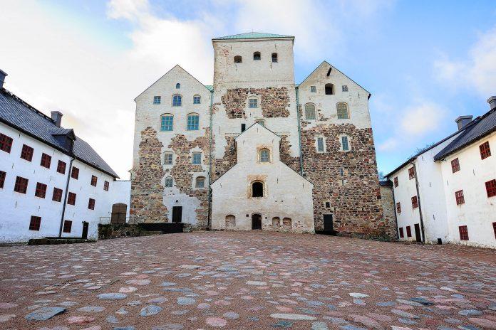 Das Schloss Turun Linna in Turku wurde von den Schweden als Befestigungsanlage errichtet und dient heute als historisches Museum, Finnland - © Kert / Shutterstock
